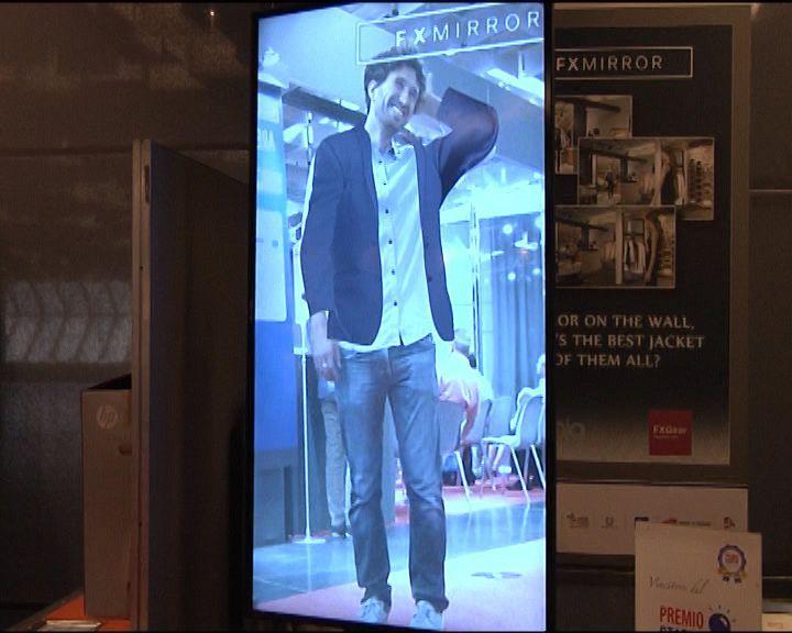 Camerino virtuale: adesso è possibile provare i vestiti in negozio grazie alla realtà aumentata