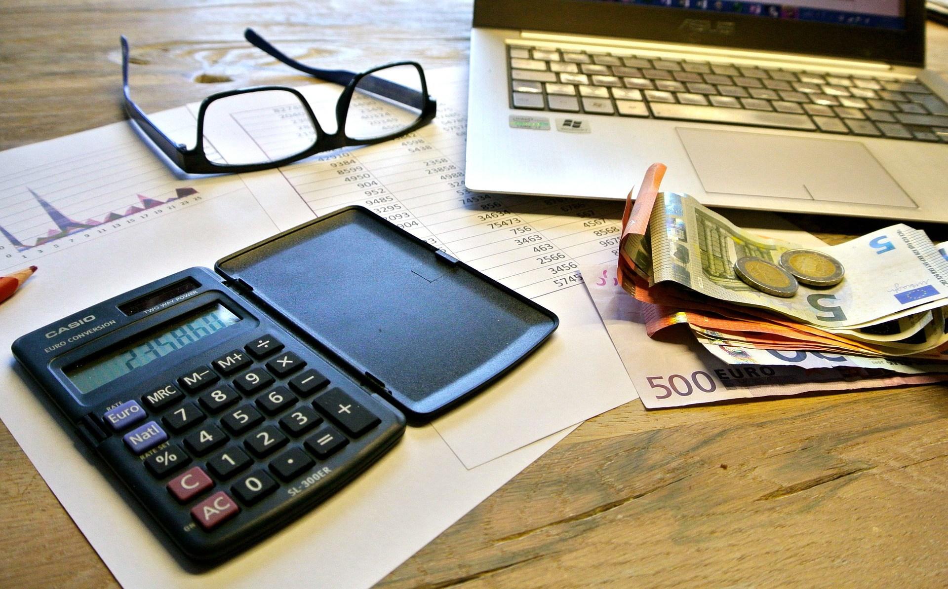 Passa alla fatturazione elettronica, risparmia carta e soldi