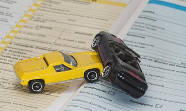 Rc Auto: continuano a scendere le tariffe ma in maniera rallentata