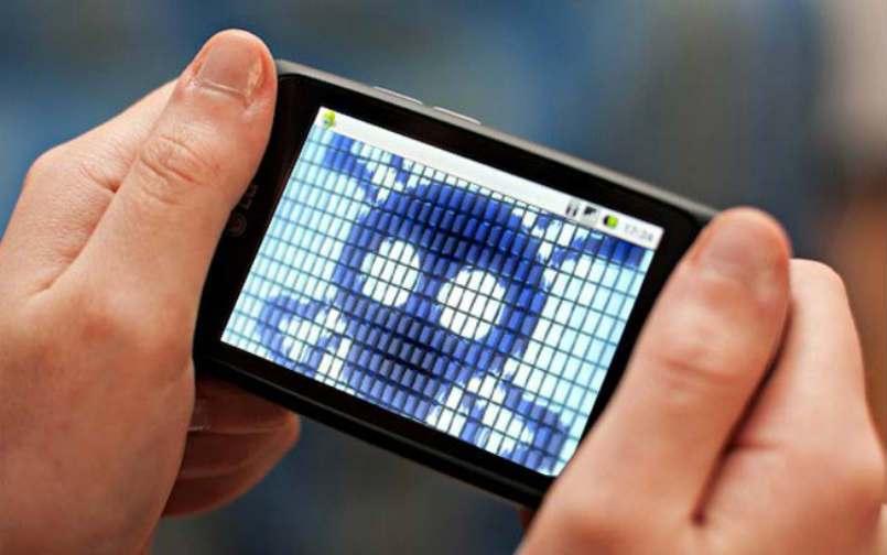 """Come proteggersi da """"Mazar"""" che ti cancella i dati con un SMS"""
