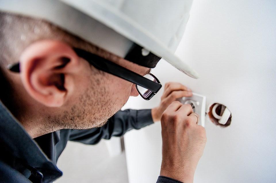 Preventivi elettricisti? Chiedeteli online per risparmiare tempo e denaro