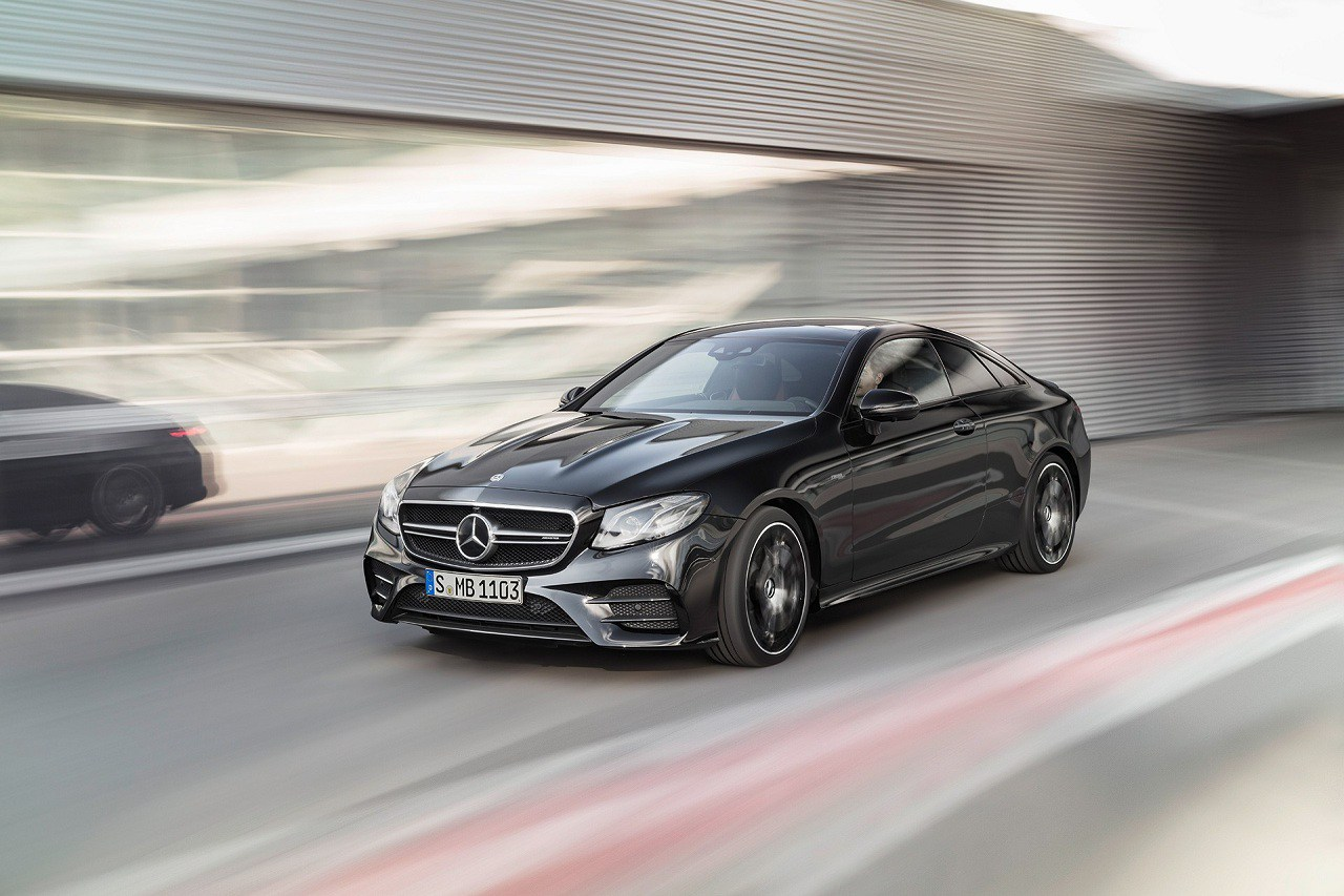 Mercedes-AMG E 53 4MATIC+ Coupé e Cabriolet: potenza e sportività
