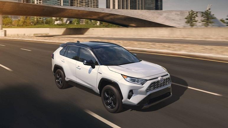 Toyota RAV4: arriva l'ibrido. Nuovo design per il SUV giapponese