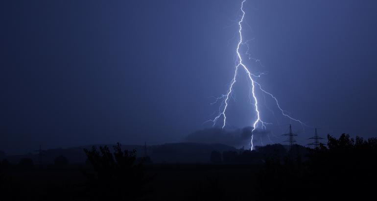 Interruzione corrente elettrica: cosa fare e come chiedere un risarcimento