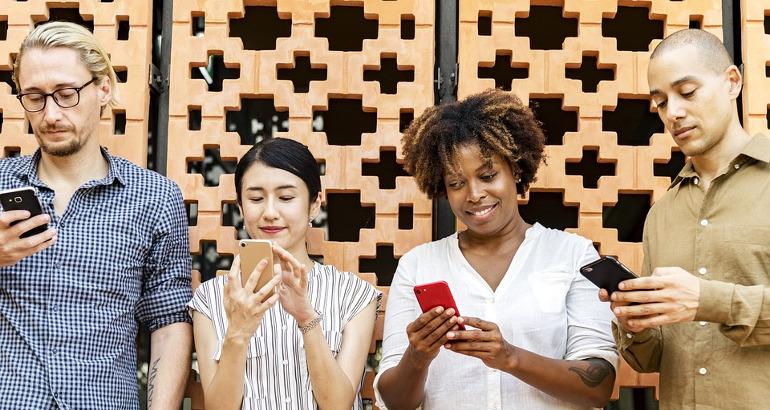 Telefonare all'estero da cellulare con Fastweb Mobile: costi e Paesi