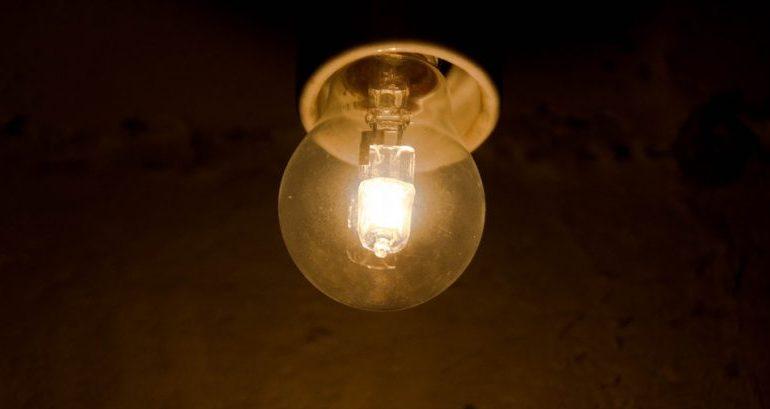 Stop alle lampadine alogene: ecco quanto consumavano più del led