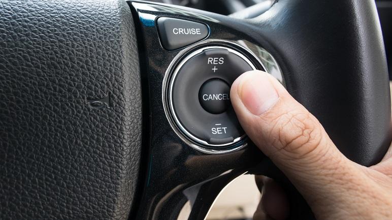 Cruise control: cos'è e a cosa serve questo sistema di supporto alla guida