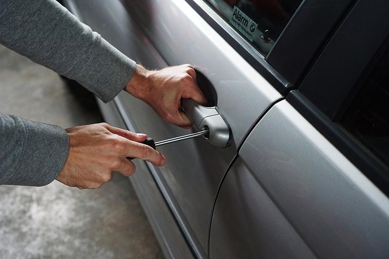 Furto auto con assicurazione: 3 cose da fare subito