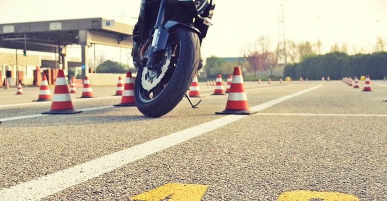 Quali sono le patenti per moto, scooter e ciclomotori