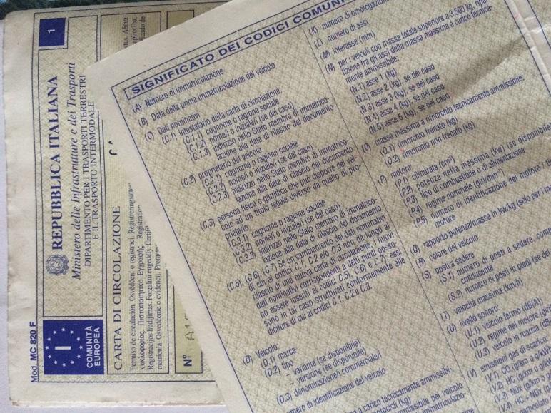 Carta di circolazione illeggibile: cosa fare?