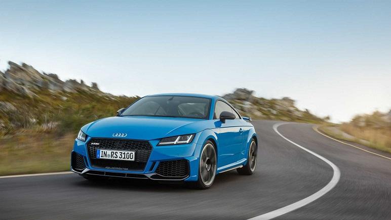 Audi TT RS: le caratteristiche delle rinnovate Coupé e Cabrio