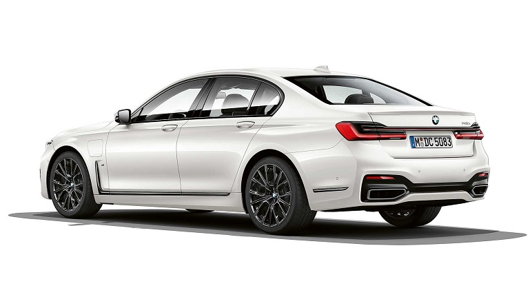 BMW 745e: le caratteristiche dell'ibrida plug-in da 394 CV