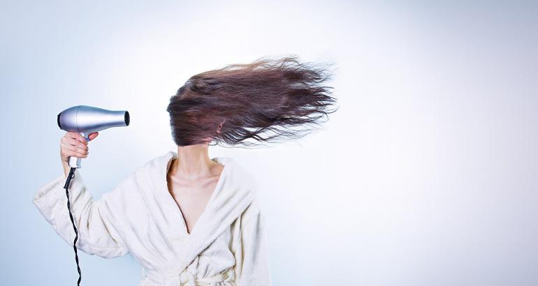 Quanto consuma un asciugacapelli: quando usarlo per risparmiare