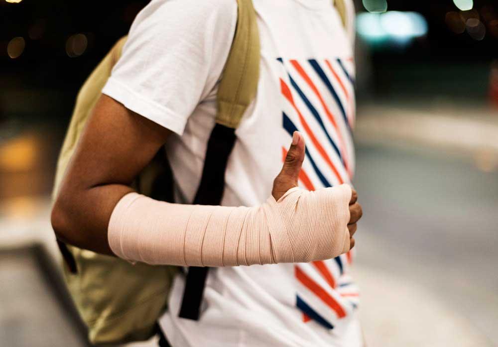 Assicurazione infortunio in hotel: come funziona se ci si fa male in albergo?