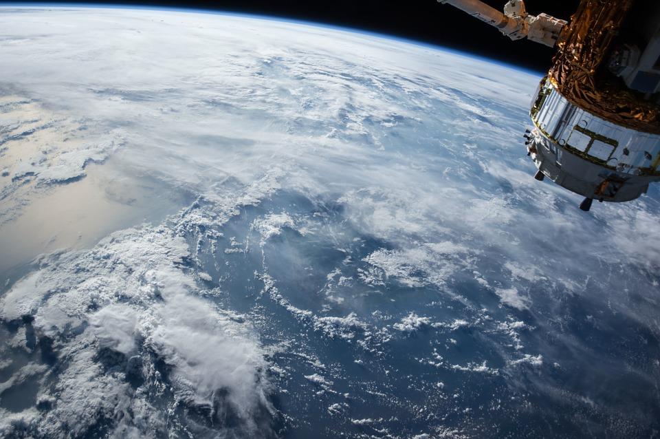 Internet via satellite: come funziona, costi e limiti