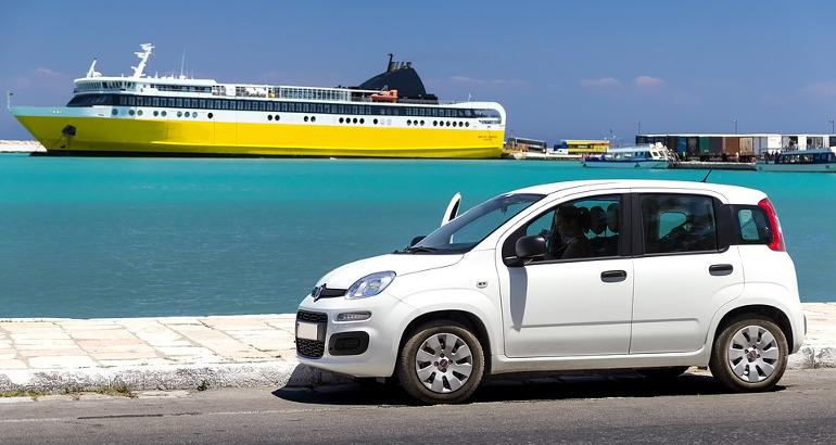 Imbarcare auto su nave o traghetto: quale assicurazione conviene?