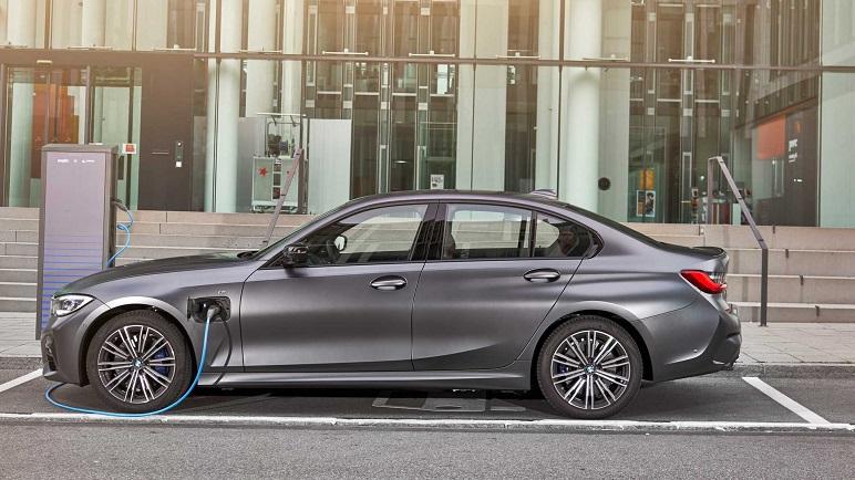 BMW Serie 3 plug-in: le caratteristiche della berlina