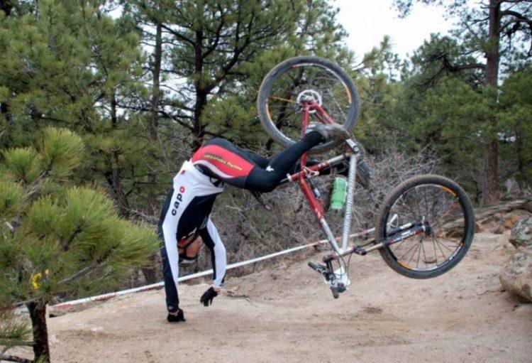 Caduta in bici: le 5 cose da fare subito