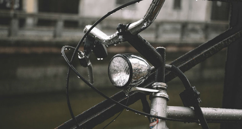 Luci obbligatorie bici: regole, multe