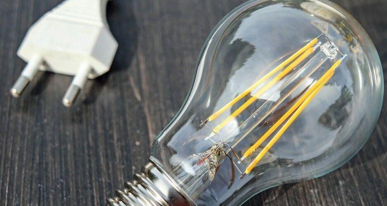 Tariffe energia elettrica: quanto costa un kWh di Enel, Eni e Iren nel 2020