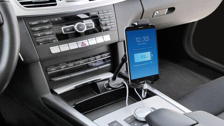 È vero che il caricabatterie dell'auto danneggia telefono?