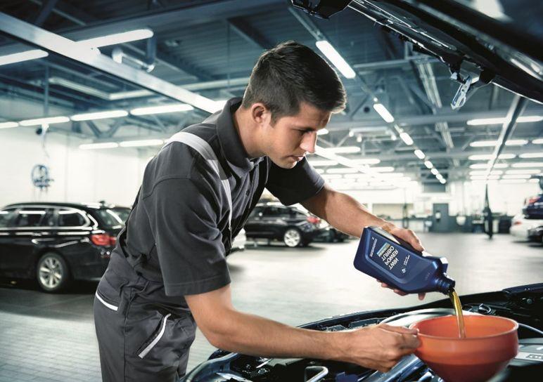 Come scegliere l'olio motore dell'auto e della moto?