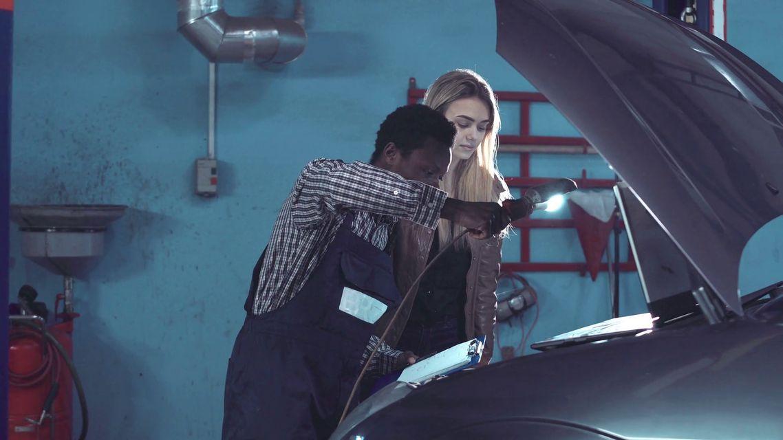 Checklist della manutenzione periodica dell'auto: cosa e ogni quanto