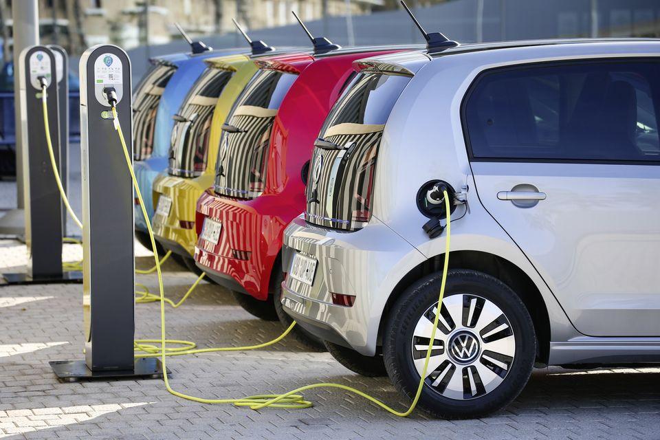 Auto benzina e diesel stop alla vendita nel 2035