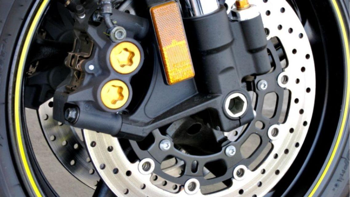 Manutenzione dei freni a disco della moto